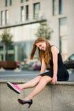 Dilemme de chaussure - espadrilles contre des talons hauts Photo libre de droits