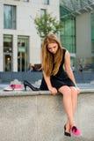 Dilemme de chaussure - espadrilles contre des talons hauts Photos libres de droits