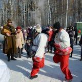 Diletti Maslenitsa a Tomsk Immagine Stock