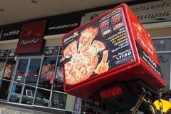 Dilivery e negozio della motocicletta della scatola di accumulazione termica di Pizza Hut Fotografia Stock