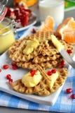 Dillandear med citronsås- och granatäpplefrö Fotografering för Bildbyråer