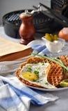 Dillandear och förvanskade ägg med salladslökar Royaltyfri Bild