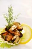 Dillandekorg med musslor Fotografering för Bildbyråer