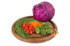 dilled Dziecko pomidory marchew brokuły Kapuściane purpury na starym ch obrazy royalty free