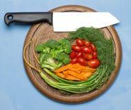 dilled Dziecko pomidory marchew brokuły Nóż na starym sieka bo obrazy stock