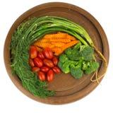 dilled Dziecko pomidory marchew brokuły na starym ciapania borad zaleca się fotografia stock