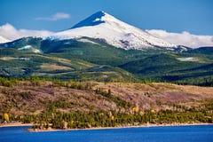 Dillon Reservoir och svanberg Steniga berg, Colorado arkivbild
