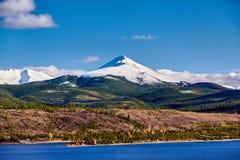 Dillon Reservoir och svanberg Steniga berg, Colorado royaltyfri fotografi