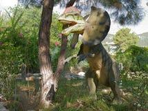 Dilofosauro presto i 200-190 milione anni giurassici fa in Th Immagini Stock