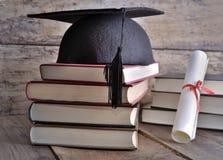 Dilpoma, hoed en boeken royalty-vrije stock afbeeldingen