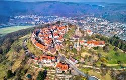 Dilsberg鸟瞰图,有一座城堡的一个镇在内卡河圈围拢的小山的上面 德国 库存图片