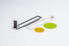 Dilua a engrenagem impressa 3D verde com camadas visíveis de plástico que é sustentável Imagem de Stock