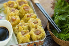 Dim Sum, Chiński jedzenie, chińczyk dekatyzował kluchę na bielu talerzu obraz royalty free