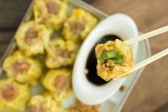 Dim Sum, Chinees Voedsel, Chinese gestoomde bol op witte plaat Royalty-vrije Stock Afbeeldingen