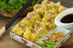 Dim Sum, Chinees Voedsel, Chinese gestoomde bol op witte plaat Stock Foto's