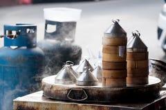 Dim sum cocido al vapor y cocido al vapor Imágenes de archivo libres de regalías