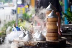 Dim sum cocido al vapor y cocido al vapor Fotos de archivo libres de regalías