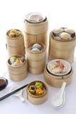 Dim Sum en el vapor de bambú Imagen de archivo libre de regalías