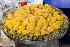 Dim sum - gestoomde fijngehakte varkensvleesbollen Stock Fotografie