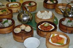 Dim sum, stile favorito di cucina di cantonese fotografie stock libere da diritti