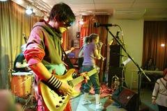 Dima Lavrentiev, gitarist de Alai Oli na faixa executa Fotografia de Stock Royalty Free