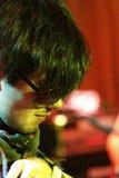 Dima Lavrentiev, gitarist van Alai Oli bij band presteert Royalty-vrije Stock Fotografie