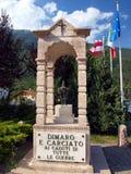 Dimaro firar minnet av den gamla Carciato nollan de stupade allra krigen Arkivfoton
