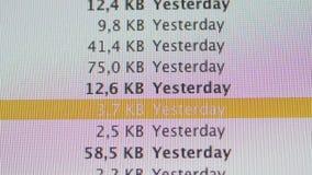 Dimensione del messaggio come visto sull'ultima esposizione di iMac dei calcolatori Apple stock footage