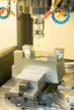 Dimensione di ispezione del centro di lavorazione di CNC sulla macchina Immagini Stock
