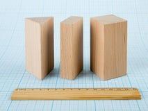 Dimensiones de una variable geométricas de madera Imagen de archivo