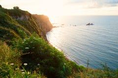 Diminuisca al mare all'alta costa Fotografie Stock Libere da Diritti