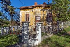 DIMITROVGRAD SERBIEN -16 APRIL 2016: Mitt av staden av Dimitrovgrad, Pirot region, Serbien royaltyfri foto