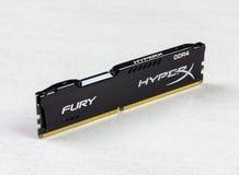 DIMM DDR 4 Wut-Gedächtnis RAM Module 16 GBs Kingston HyperX auf grauer Hintergrundnahaufnahme stockfotografie