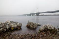 Dimma över den Dnieper floden i Kiev Fotografering för Bildbyråer