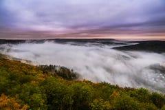 Dimma över en dal 6 Arkivbilder