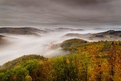 Dimma över en dal 5 Arkivfoton