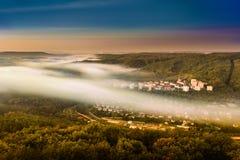 Dimma över en dal 1 Arkivfoto
