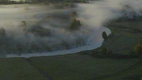 dimma över floden arkivfilmer