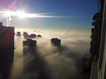 Dimma över skyskrapor arkivbilder