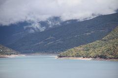 Dimma i bergen Royaltyfri Foto