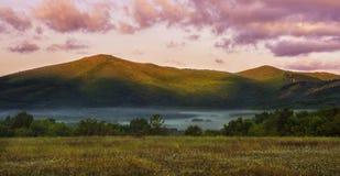 Dimma i bergen Royaltyfria Foton