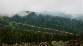 Dimma och moln i bergen. lager videofilmer
