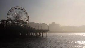 Dimma på Santa Monica Pier, slut av Route 66, Los Angeles (städer) lager videofilmer