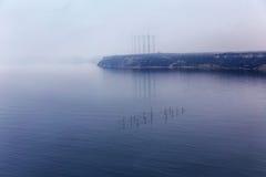 Dimma. Seascape med fisknät med effekten av filmkorn. Royaltyfria Foton