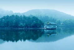 Dimma sjö Royaltyfri Foto