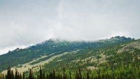 Dimmarörelse i bergen. arkivfilmer
