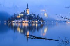 Dimmig afton på Bled sjön Royaltyfria Bilder
