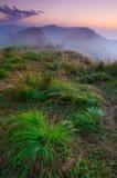 dimmig bergsoluppgång för liggande Royaltyfria Bilder