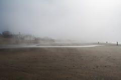 Dimmig dag vid stranden Royaltyfria Bilder