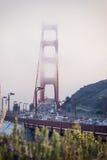 Dimmig Golden Gatetrafik Arkivbild